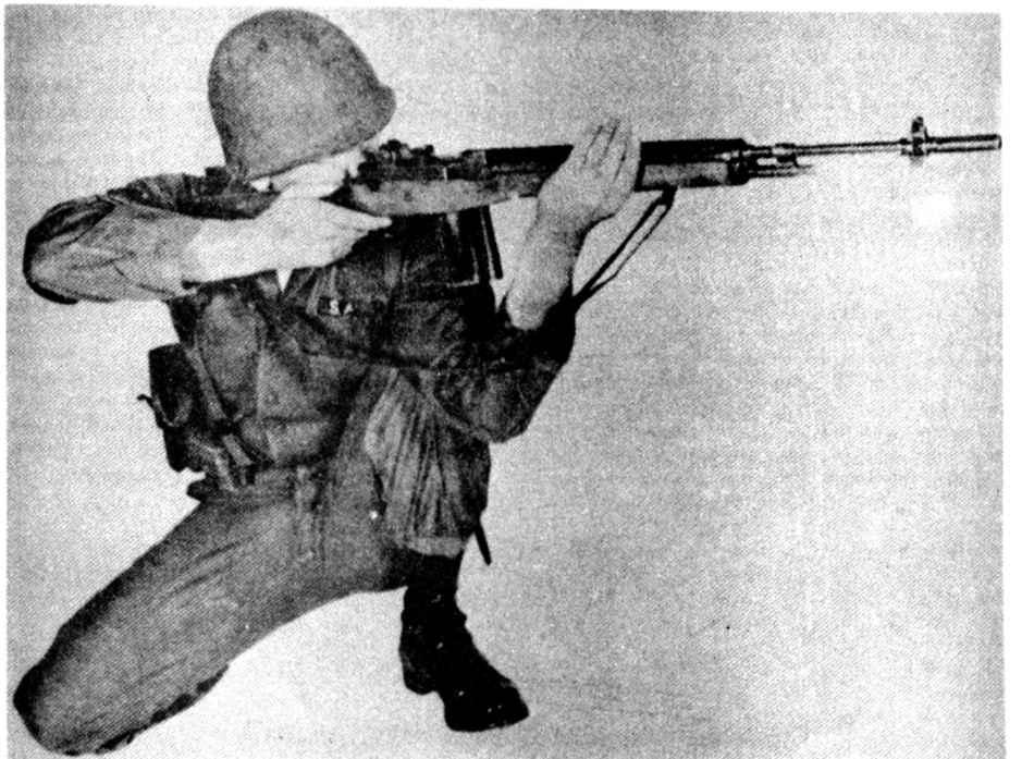 Débuter c'est pas facile  - Page 6 3186_88_94-aiming-gun-while-kneeling
